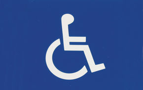 Persoanele cu dizabilitati te pot scapa de taxa auto