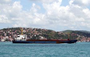 STUDIU: 15 vapoare mari polueaza cat toate masinile din lume