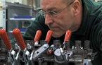 VIDEO: Cum se asambleaza manual motorul unui Bentley Mulsanne