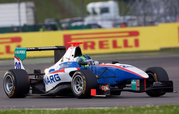 GP3: Vişoiu, locul 5 în cursa spectaculoasă de duminică de la Silverstone - Poza 1
