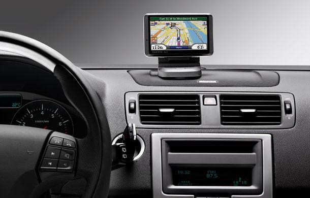 Bărbaţii folosesc mai des ca femeile sistemul de navigaţie din maşină - Poza 1