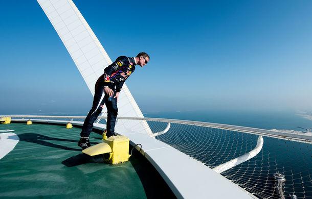 """Red Bull a sărbătorit titlurile cu """"cerculeţe"""" pe helipadul clăirii Burj Al Arab din Dubai - Poza 10"""