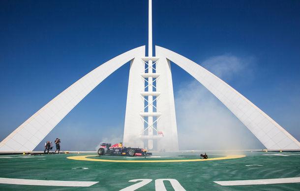 """Red Bull a sărbătorit titlurile cu """"cerculeţe"""" pe helipadul clăirii Burj Al Arab din Dubai - Poza 6"""