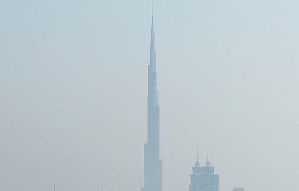 """Red Bull a sărbătorit titlurile cu """"cerculeţe"""" pe helipadul clăirii Burj Al Arab din Dubai - Poza 12"""