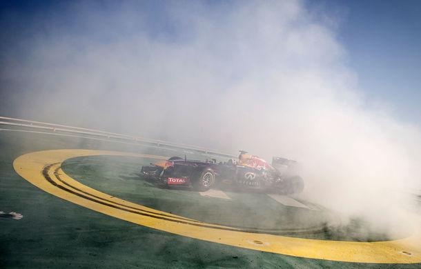 """Red Bull a sărbătorit titlurile cu """"cerculeţe"""" pe helipadul clăirii Burj Al Arab din Dubai - Poza 5"""