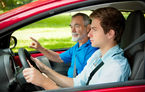 Propunere de modificare a Codului Rutier: însoţitor obligatoriu pentru şoferii începători pe timpul nopţii