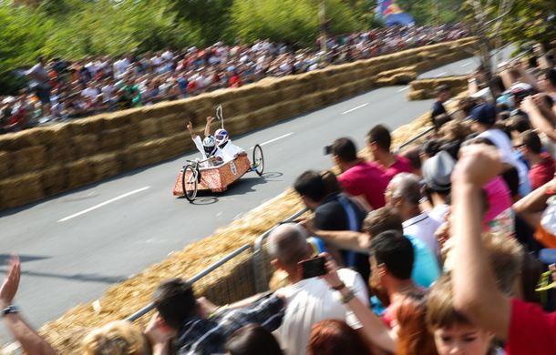 Red Bull Soapbox Race 2014: 51 de echipaje trăznite au luat startul în cursa automobilelor propulsate de gravitaţie - Poza 12