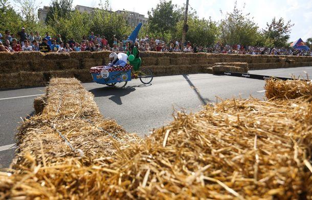 Red Bull Soapbox Race 2014: 51 de echipaje trăznite au luat startul în cursa automobilelor propulsate de gravitaţie - Poza 30