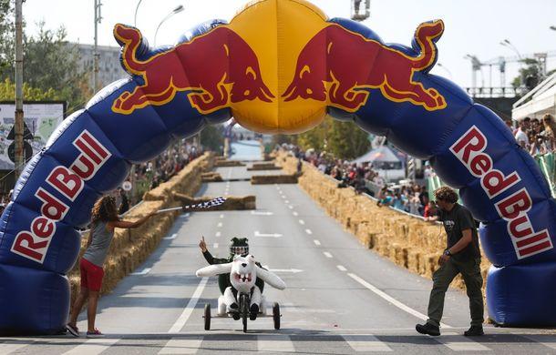 Red Bull Soapbox Race 2014: 51 de echipaje trăznite au luat startul în cursa automobilelor propulsate de gravitaţie - Poza 37