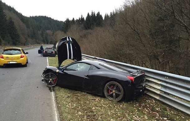 Proiect inedit: cu 4 euro îți poți pune poza în format 1x1 centimetri pe un Ferrari 458 Speciale pentru a ajuta la reparația acestuia - Poza 3