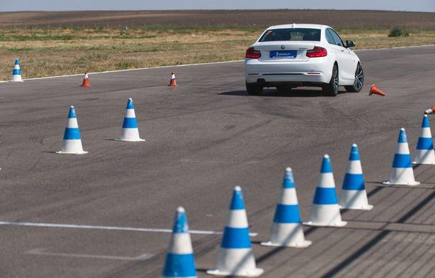 Din nou la școală: cât costă și ce presupune un curs de conducere defensivă Smart Driving - Poza 23
