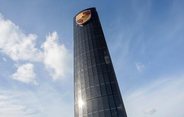Opulenţă ecologică: Porsche a construit un pilon de 25 de metri învelit în panouri solare pentru alimentarea sediului din Berlin - Poza 1