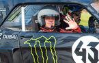 Echipă nouă, tradiții vechi: noii membri Top Gear sunt criticați după ce au înecat în fum un monument important din Londra