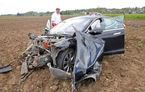 Un Tesla Model S a ajuns un morman de fiare după ce a salvat viețile a cinci adolescenți din Germania
