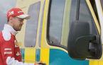 Schimb de job-uri: Sebastian Vettel conduce o ambulanță pe circuit și încearcă să bată un Ferrari 488 GTB