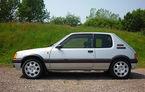 """Și mașinile """"normale"""" pot fi piese de colecție: un Peugeot 205 GTI din 1989 a fost vândut la licitație cu 37.000 de euro"""