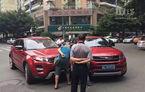 Strada își face singură dreptate: accident între Range Rover Evoque și copia sa chinezească