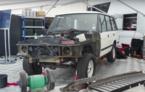 Trei zile de magie retro: o echipă de mecanici din Marea Britanie a restaurat un Range Rover din 1983 în fața publicului (VIDEO)