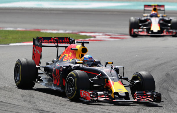 Spectacol la Sepang: Ricciardo a câştigat cursa din Malaysia în faţa lui Verstappen. Hamilton şi Vettel au abandonat - Poza 1