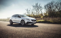 Test drive Volvo V40 Cross Country facelift