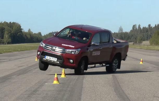 Toyota Hilux, repetent la testul elanului: la 60 de km/h mașina e un pericol - Poza 1