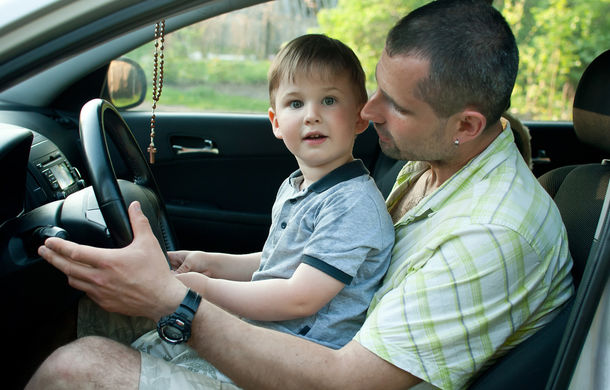 Cum îi crești, așa îi ai: 65% dintre tineri vor imita comportamentul părinților la volan - Poza 1