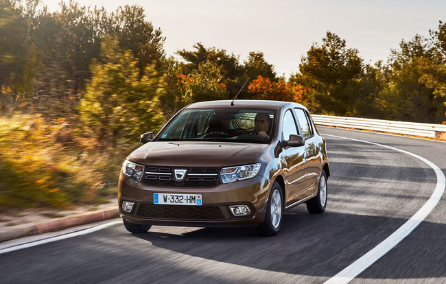 test drive test drive dacia sandero facelift 1 0 sce golgheterul automarket. Black Bedroom Furniture Sets. Home Design Ideas
