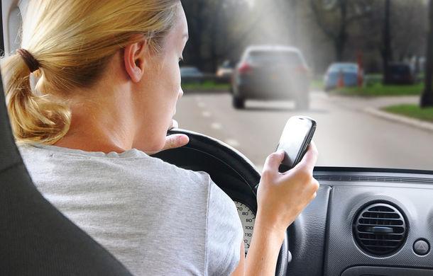 O lege absurdă sau utilă? Americanii vor să dezactiveze utilizarea telefoanelor mobile atunci când conduci maşina - Poza 1