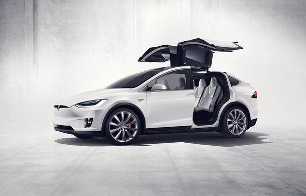 După Toyota, și mașinile Tesla sunt acuzate că accelerează singure: un Model X a ajuns în sufrageria proprietarului. Tesla exclude defecțiunile - Poza 2