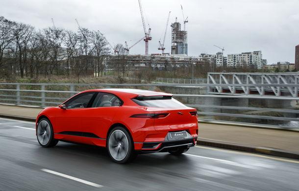 Jaguar aduce tehnologia sa electrică în stradă: SUV-ul I-Pace s-a plimbat prin Londra pentru a promova rularea cu zero emisii - Poza 2
