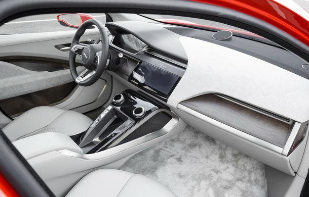 Jaguar aduce tehnologia sa electrică în stradă: SUV-ul I-Pace s-a plimbat prin Londra pentru a promova rularea cu zero emisii - Poza 5