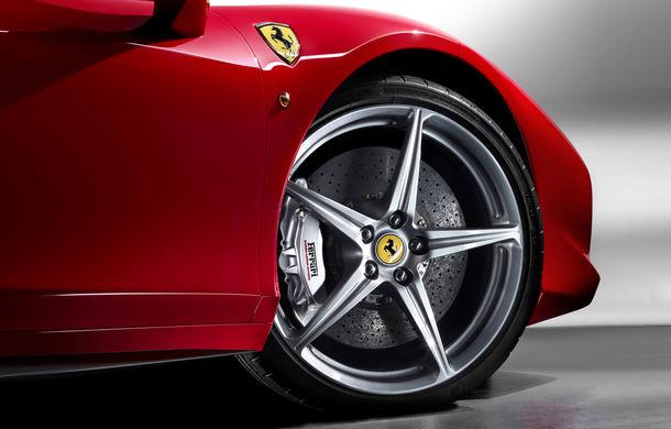 """Și alții au probleme cu gropile: """"Primăria Londrei a plătit 11.000 de euro pentru roata unui Ferrari 458 Italia"""" - Poza 1"""