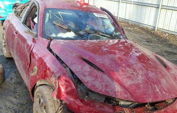 Cel mai ieftin Afla Romeo Giulia Quadrifoglio se vinde în Statele Unite: costă 1250 de dolari, dar are o problemă - Poza 8
