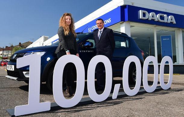 Dacia a ajuns la 100.000 de mașini vândute în Marea Britanie în 4 ani: marca se comercializează la fel de bine ca în România - Poza 1