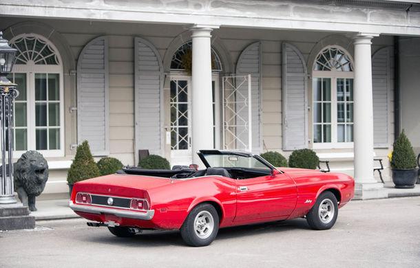Comoara descoperită în castelul elvețian s-a vândut: toate cele 12 mașini clasice au adunat două milioane de euro - Poza 5