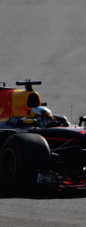 Cursă nebună în Azerbaidjan: Ricciardo a câștigat, Bottas și Stroll…