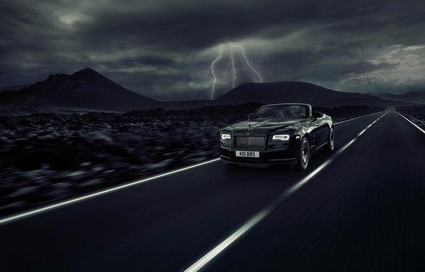 Zorile s-au întunecat: Rolls-Royce Dawn primește tratamentul Black Badge - Poza 1