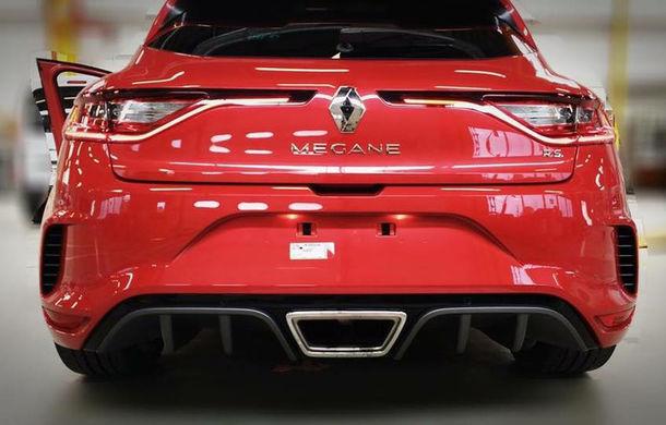 Primele imagini fără camuflaj cu noua generație Renault Megane RS: sportiva are schimbări minore de design - Poza 2