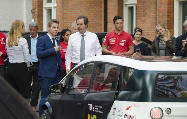 Mașina biodegradabilă a fost inventată în Olanda: Lina este electrică și a fost construită din sfeclă de zahăr și pânză de in - Poza 17