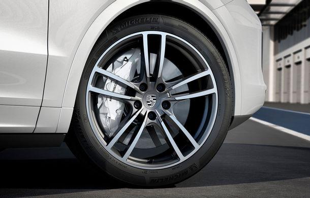 Vârf de lance: Porsche a lansat noul Cayenne Turbo cu 550 de cai putere - Poza 7