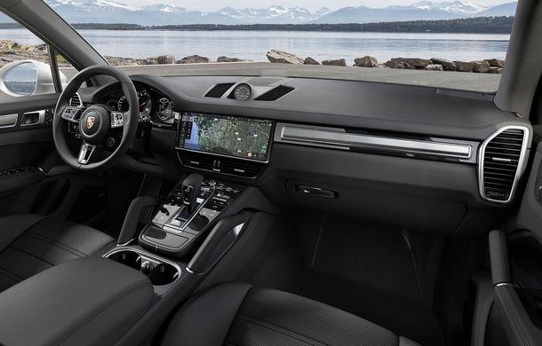 Vârf de lance: Porsche a lansat noul Cayenne Turbo cu 550 de cai putere - Poza 13