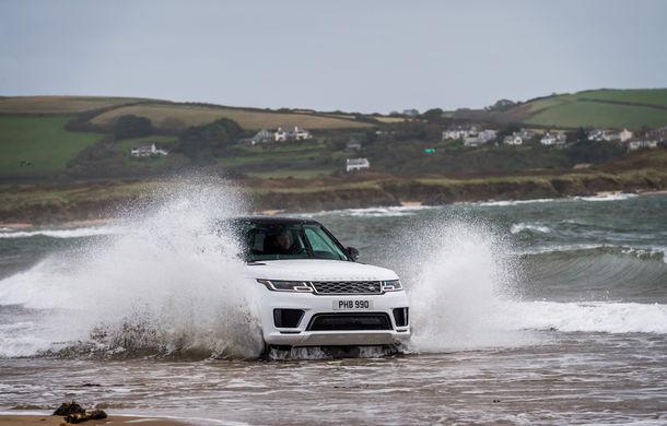Întrecere inedită: Range Rover Sport facelift PHEV își măsoară forțele cu doi înotători - Poza 19