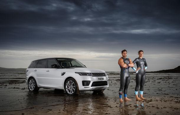 Întrecere inedită: Range Rover Sport facelift PHEV își măsoară forțele cu doi înotători - Poza 5