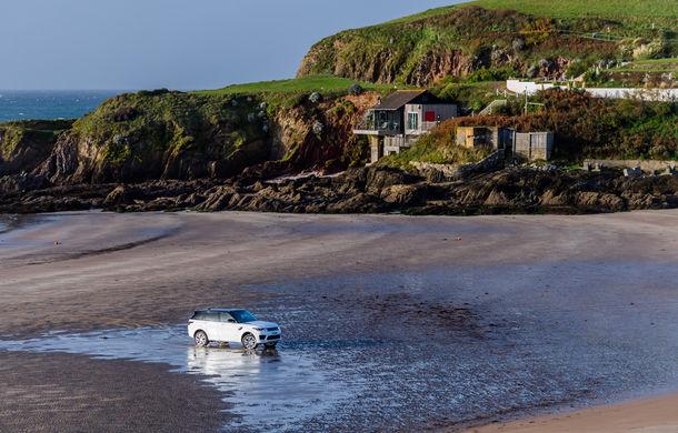 Întrecere inedită: Range Rover Sport facelift PHEV își măsoară forțele cu doi înotători - Poza 18