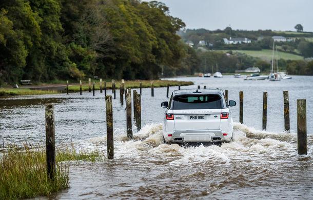 Întrecere inedită: Range Rover Sport facelift PHEV își măsoară forțele cu doi înotători - Poza 14
