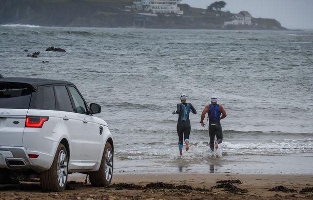 Întrecere inedită: Range Rover Sport facelift PHEV își măsoară forțele cu doi înotători - Poza 15