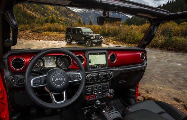Primele imagini cu interiorul noii generații Jeep Wrangler: modelul debutează oficial în 29 noiembrie - Poza 1