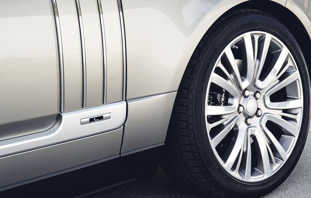 O nouă definiție a luxului: primele imagini cu Range Rover SVAutobiography facelift - Poza 11