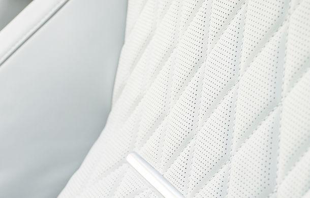 O nouă definiție a luxului: primele imagini cu Range Rover SVAutobiography facelift - Poza 16