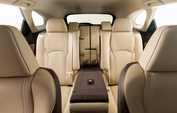 Monovolexus: SUV-ul Lexus RX oferă de acum și o versiune cu 7 locuri - Poza 1